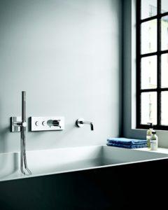 vasca con rubinetteria